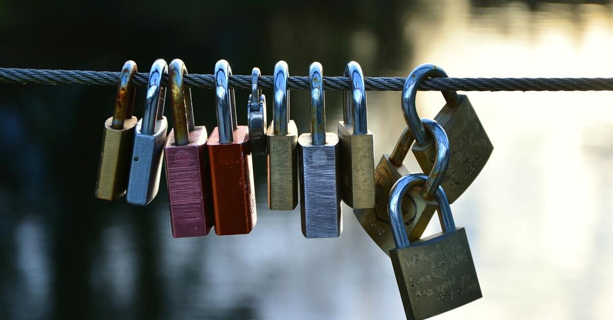 love-locks-2901687_1920 (1).jpg